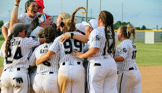 Navy captures first women's softball gold since 1985